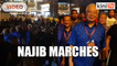 Najib leads 500 on march with Wee Jeck Seng