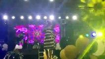 Tina Glamour (Mère de DJ Arafat)  loue le seigneur au concert d'Excell