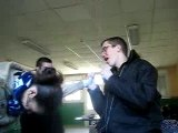 Brian chante um um !!
