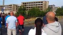 Ils frôlent le drame en assistant à la démolition d'un immeuble... Chanceux