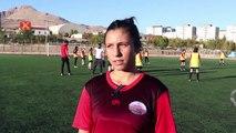 Diyarbakır'da üç kız profesyonel futbolcu olmak istiyor