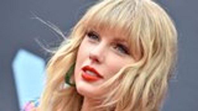 Taylor Swift American Music Awards Performance Drama Continues | THR News