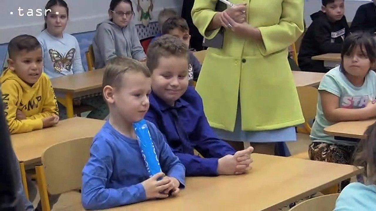 Ministerka Martina Lubyová na zmiešanej základnej škole v Plaveckom Štvrtku