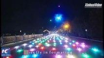 En Chine, 800 drones illuminés ont fait le spectacle en prenant la forme de différents types d'avions.