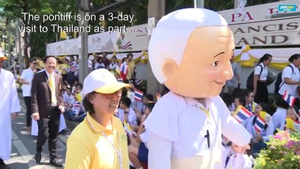 Thailand: Cheering faithful gather to glimpse Pope Francis
