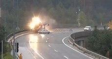 Un accident spectaculaire en Slovénie : une voiture percute un camion-citerne qui s'embrase et tombe dans le ravin