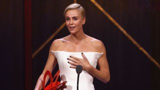 Kate McKinnon Presents Charlize Theron with Her 2019 Women of the Year Award