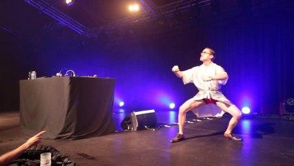 Marc Rebillet kung-Fu intro