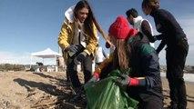 Ona Carbonell, Martina Klein y Garazi Sánchez  participan en la limpieza de playas de ISDIN