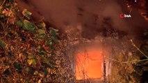 Eyüpsultan'da iki katlı bir gecekondu çıkan yangında kül oldu