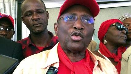 Sidya Touré répond aux questions dess journalistes avant son départ pour la marche du 26 novembre