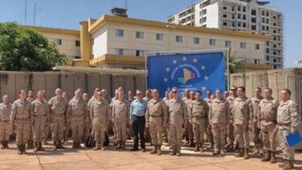 Militares españoles guardan en Bamako un minuto de silencio por los franceses