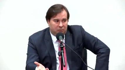 Maia comenta fala de Guedes sobre AI-5