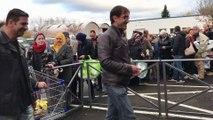 Opération déstockage à 15 € : une centaine de clients à l'ouverture d'Emmaüs