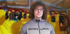 Maxime Guichardon, Alsace Bike Tour, propose des coffrets cadeau sur le marché de Noël de Thann