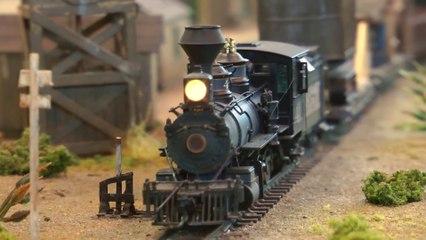 Modélisme ferroviaire dans les champs pétrolifères: Une Maquette américaine à l'échelle HO - Une vidéo de Pilentum Télévision - Modélisme ferroviaire, trains miniatures, maquettisme et chemin de fer