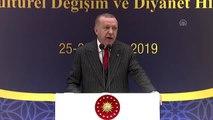 """Cumhurbaşkanı Erdoğan: """"Hakla batılı karıştıran amorf inanç sistemlerinin genç kuşaklar arasında..."""