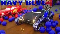 Camiones transportadores de vehículos que mueven autos nuevos, aprende colores con vehículos