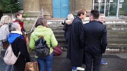 Justice des mineurs, des manifestants devant le palais de justice