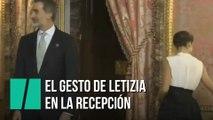 El gesto de Letizia momentos después de despedir a Pedro Sánchez
