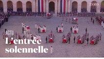 Au son des tambours, l'entrée solennelle des cercueils des 13 soldats tués au Mali dans la cour des Invalides