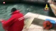 Acqua Alta a Venezia: recuperata l'edicola storica dal canale | Notizie.it