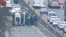 TEM'de TIR devrildi, yol trafiğe kapandı