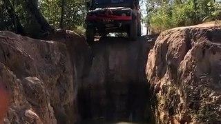 VÍDEO: Ver para creer...  Este Land Rover Defender baja una pared casi vertical