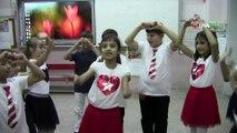 Öğrenciler engelliler için 'Hayat Bayram Olsa' şarkısını işaret diliyle seslendirdiler