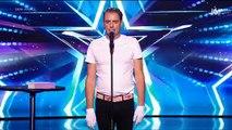 """Découvrez le geste du chanteur Philippe Katerine lors de la demi-finale de """"Incroyable Talent"""" qui a scandalisé les internautes - VIDEO"""