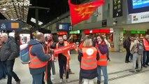 Il giovedì di passione della Francia, in sciopero contro la riforma delle pensioni
