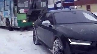 VÍDEO: ¿Puede un Audi RS7 remolcar un autobús en la nieve?