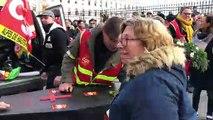 Manifestation à Avignon : un cercueil déposé devant la préfecture