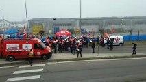 Grève du 5 décembre : lâcher de ballons au rond-point de Noidans-les-Vesoul (70)