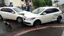 Acidente entre carros é registrado no Bairro Country