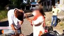 महिला ने युवक की चप्पलों से जमकर की पिटाई
