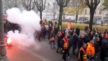 Fumigènes et pétards dans les rues de Chalon la permamence du député redécorée