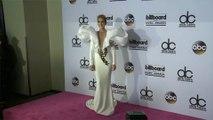 Céline Dion fait revivre les années 90 avec humour et style