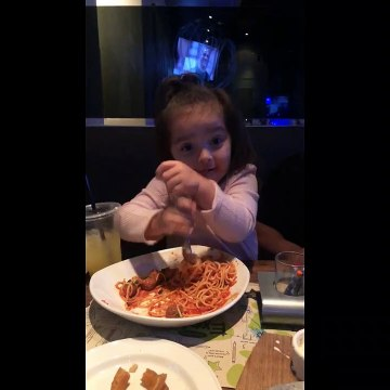 Little girl in California has unique way of eating spaghetti
