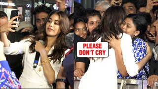 Female Fan Cries Meeting Janhvi Kapoor, Gets Mobbed By Fans At Mall