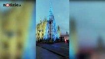 Milano, luci accese per il nuovo albero di Natale in Piazza Duomo | Notizie.it