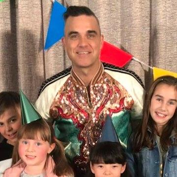 Robbie Williams Gets Interviewed By Cute Kids