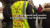 """A Paris, les """"gilets jaunes"""" opposés à la réforme des retraites"""