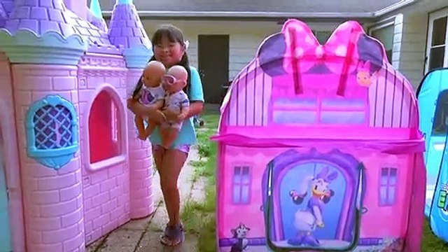 Children Play in Princess Carriage and Monster Truck Swimming Pool with Color Water Balloons