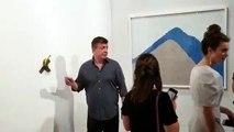 Art Basel à Miami: Une banane accrochée à un mur pendant la foire d'art contemporain vendue 120.000 dollars à un Français... mangée par un visiteur !