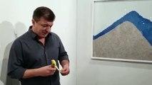 Art Basel à Miami : Une banane accrochée à un mur pendant la foire d'art contemporain vendue 120.000 dollars à un França