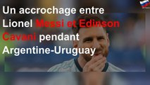 Un accrochage entre Lionel Messi et Edinson Cavani pendant Argentine-Uruguay
