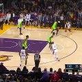"""NBA : L'incroyable """"poster dunk"""" de Lebron James sur Gorgui Sy Dieng?"""