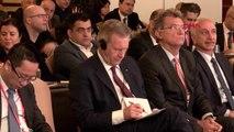 Tüsiad'ın konferansında çeviri krizi