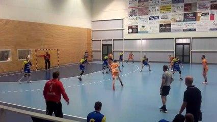 Handball   N2M 2019/2020 :  Nicolas Balmy (Metz) sort un penalty important devant Plobsheim